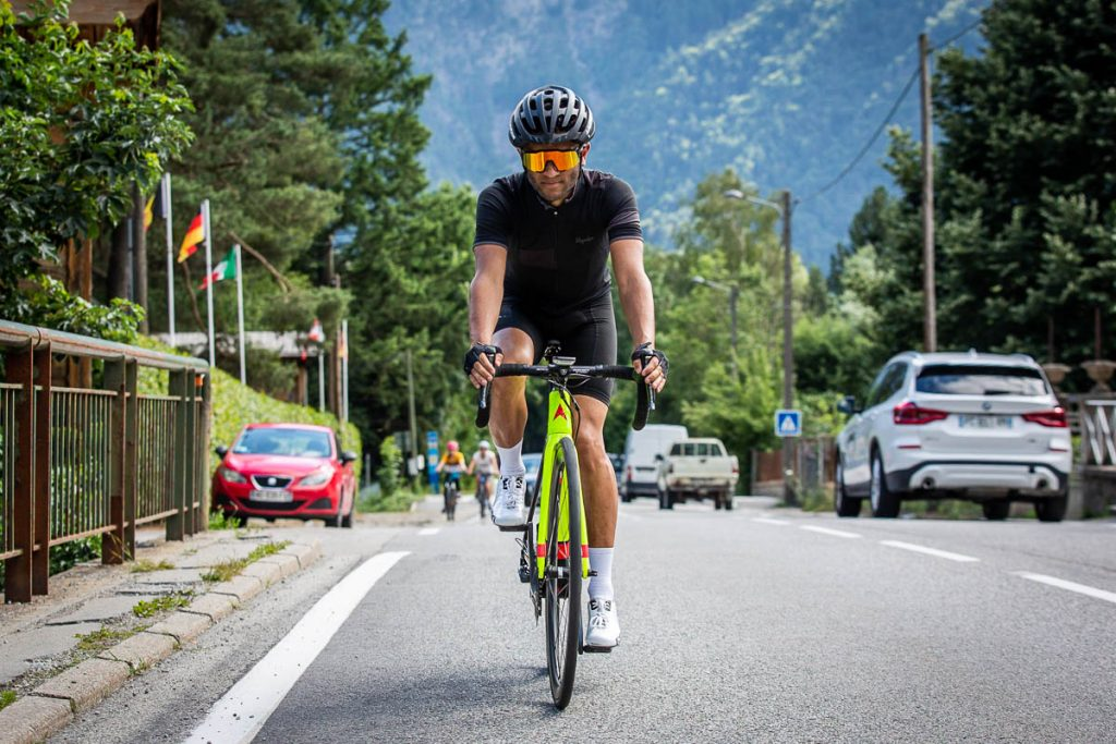 High5 Sam about to absolutely nail the Alpe d'Huez climb.